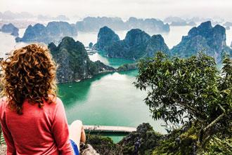 Halong Bay Wietnam wakacje wycieczki ciekawe miejsca